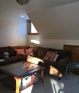 Studio, pet friendly, river views, Jackson NH