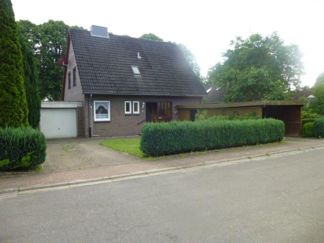 Ferienhaus mit Garten - Felm - Hus