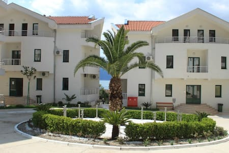 Apartment in Risan 1 bedroom, 70 m from the sea - Risan