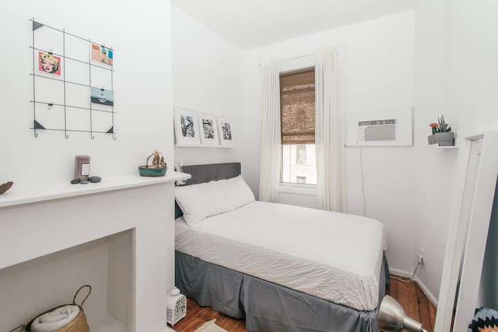 Comfy Greenpoint room w/ easy access to Manhattan!