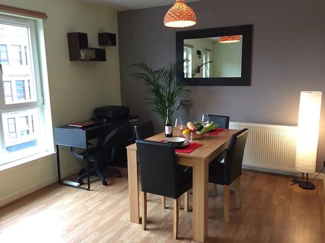 Cosy room at 7min from city centre - Glasgow - Apartment