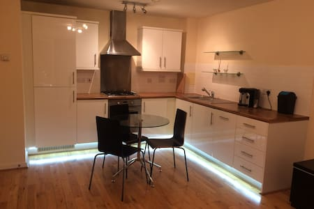 Bright, comfortable & modern flat in Edgware.