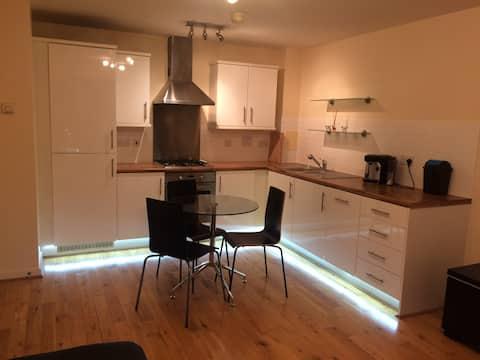 Bright, comfortable & modern flat in Edgware.