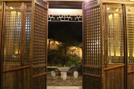 """清代苏州园林茧园 双床房2(整套园林airbnb也有发布,单价实惠。输入""""茧园""""搜索)"""