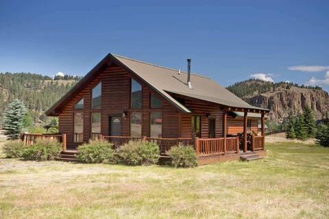 Beautiful Mountain Cabin w/ Wraparound Deck/Private Washer/Dryer/Free WiFi!
