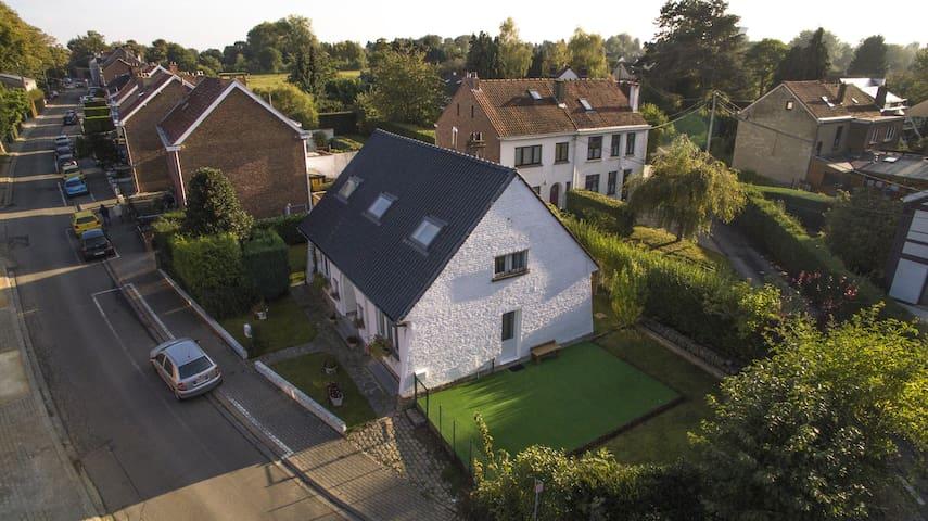 Appartement chaleureux, quartier calme, 12 km BXL - Rixensart - House