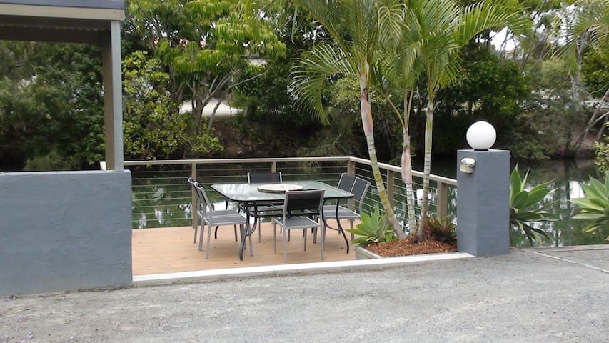 Pet friendly waterfront 1 x bedroom Villa