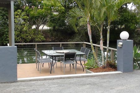 Pet friendly waterfront 1 x bedroom Villa - Labrador