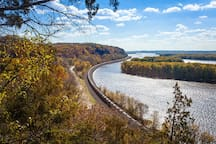 Minutes away from the Mississippi and Beautiful Palisades State Park!