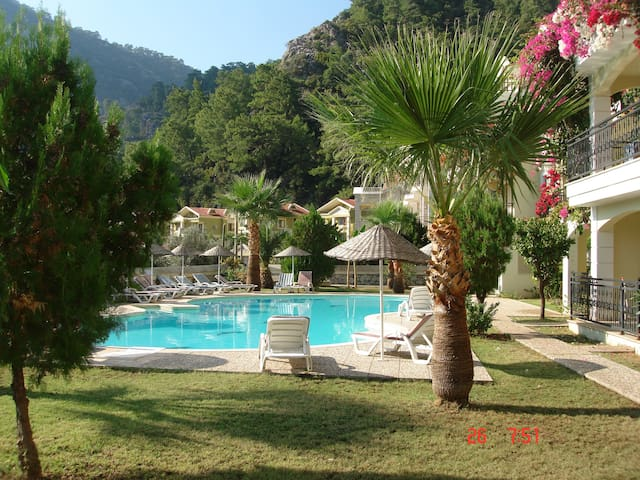 Turunc Luxury 4 bed apt 10 mins walk to the beach - Marmaris - Daire
