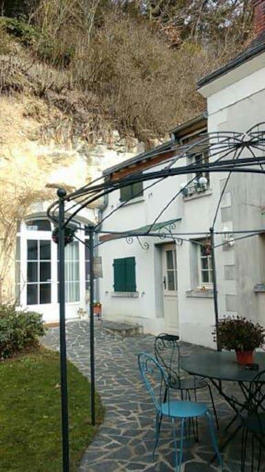 Terrasse gîte et troglo, 2 entrées séparées