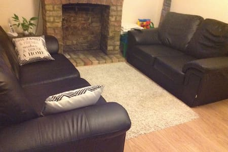 Cosy two bedroom cottage (22 miles from Cambridge) - Casa