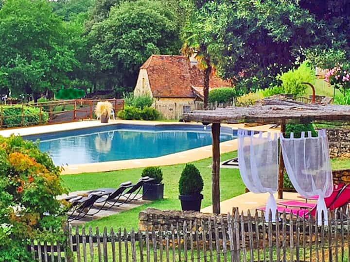 Studio 3km de Sarlat, vue sur vallée, piscine 25m,