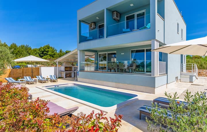 Villa Horizont - Four Bedroom Villa with Private Pool, Game Room and Sea View