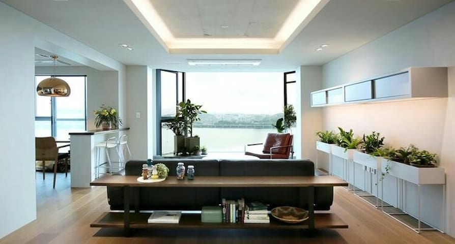 Urban Interior Design Apt. with Han River View