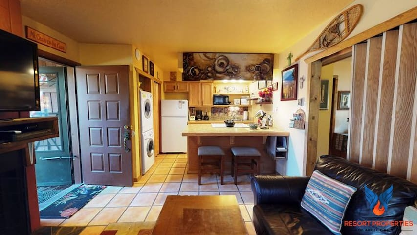 Walking Distance to Angel Fire Resort and Ski Lifts; Pet Friendly! Chalet 19