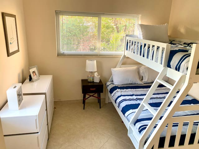 2nd bedroom - kids bedroom with twin/full beds