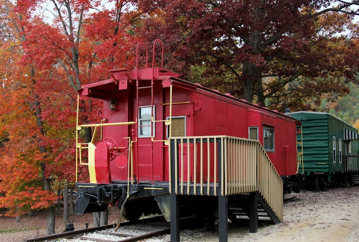 Cozy Red Caboose near Peaceful Doe River