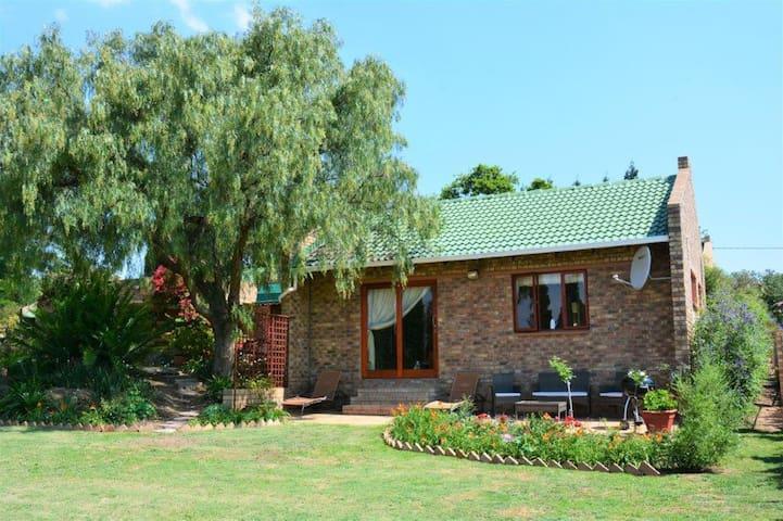 Private Cottage in secure Beaulieu Equestrian Estate