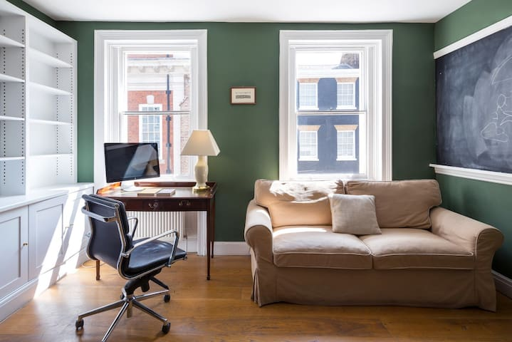 Beautiful flat in central Mayfair, 900ft² (84m²)