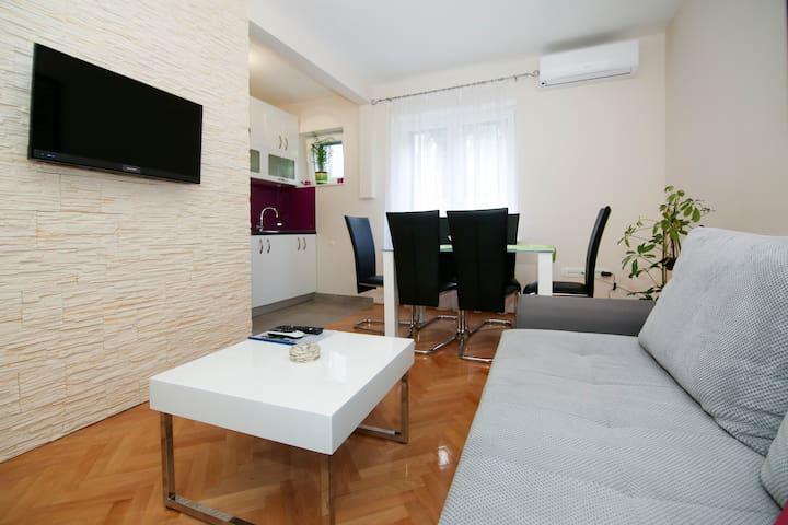 Modern two bedroom suite, ground floor in center