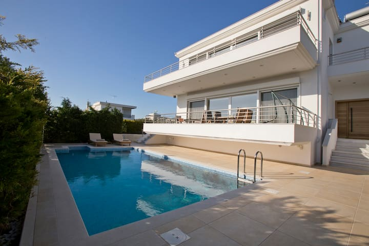 LUXURY VILLA  LOUTRAKI  WITH PRIVATE HEATED  POOL