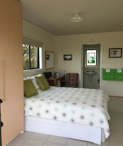 Private Detached room with ensuite & rural views - Waiuku - Guesthouse