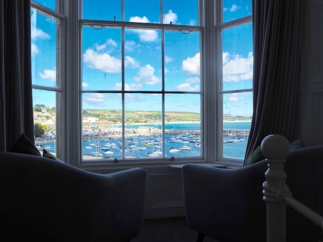 Havek Holidays- 2 Bed Apartment in Penzance