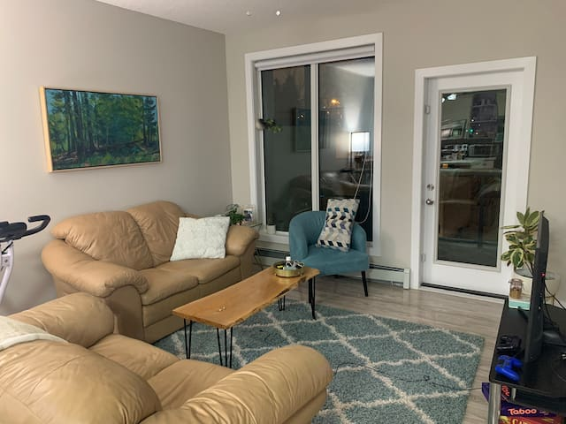 2 bed new apartment near Whyte and University