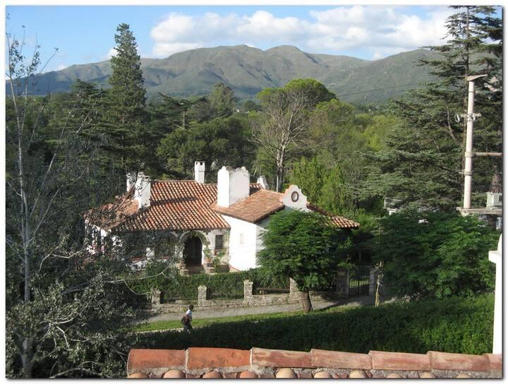 Cabaña y departamento en Chalet El Refugio