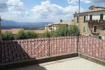 Appartamento con terrazza vicino Pescasseroli - San Donato Val di Comino - Casa