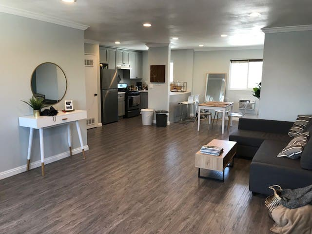 Amazing Location!  Private Room in Echo Park