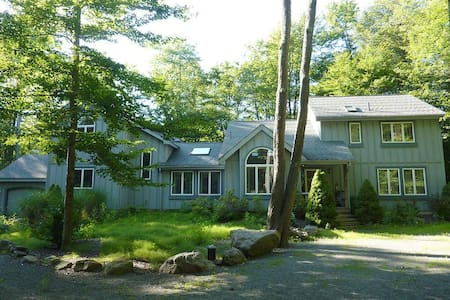 Beautiful & Spacious Home in Gourgeus Lake Naomi - Pocono Pines - Faház
