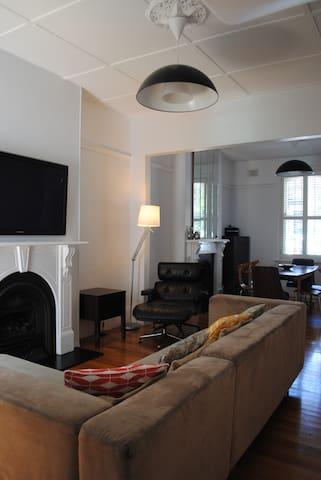 Classic Family Terrace House, Redfern - เรดเฟิรน์ - บ้าน
