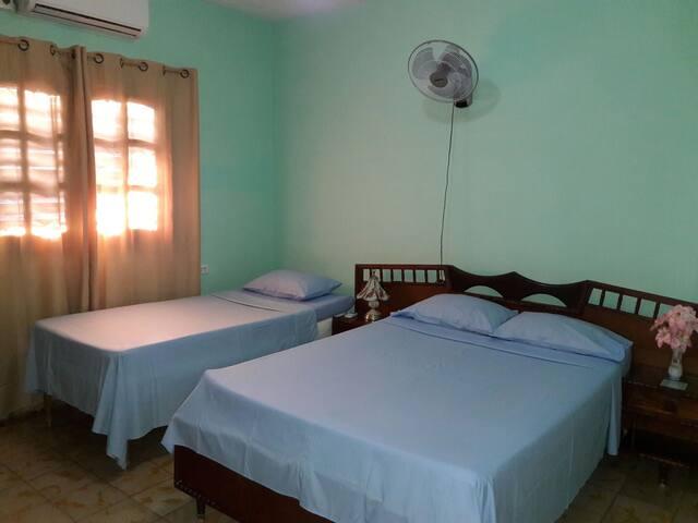 Hostal Elier & Arlety (Room #2)