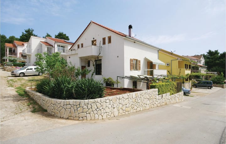 Stunning home in Vrboska with WiFi and 2 Bedrooms