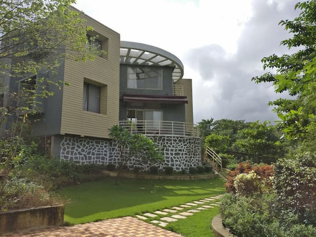 A peaceful getaway amongst nature - Karjat - Haus