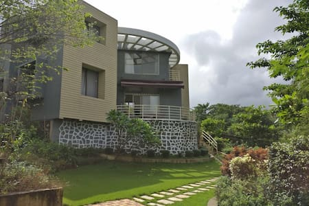 A peaceful getaway amongst nature, in Karjat.