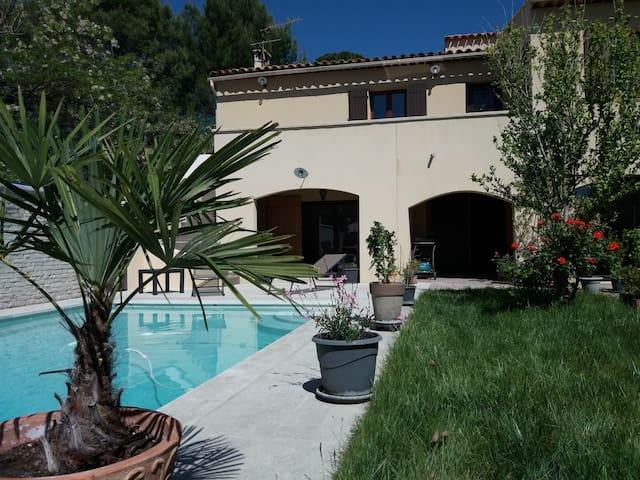 Rez de villa, 50 m², jardin, piscine à PERTUIS