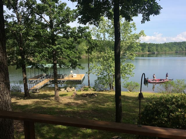Secluded Table Rock Lake Waterfront Cabin!!