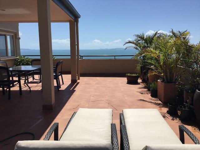 Entire Seaside Villa, Pool, Walk to Everything!