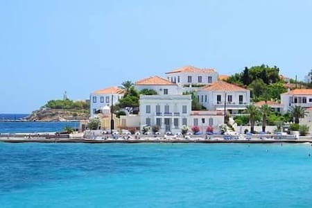 SEASIDE OLD MANSION - Spetses