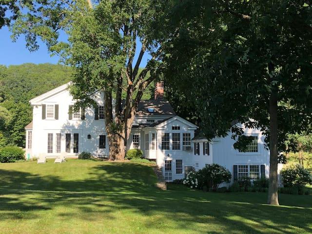 Hudson Valley - Picardy Farm: Main & Garden House
