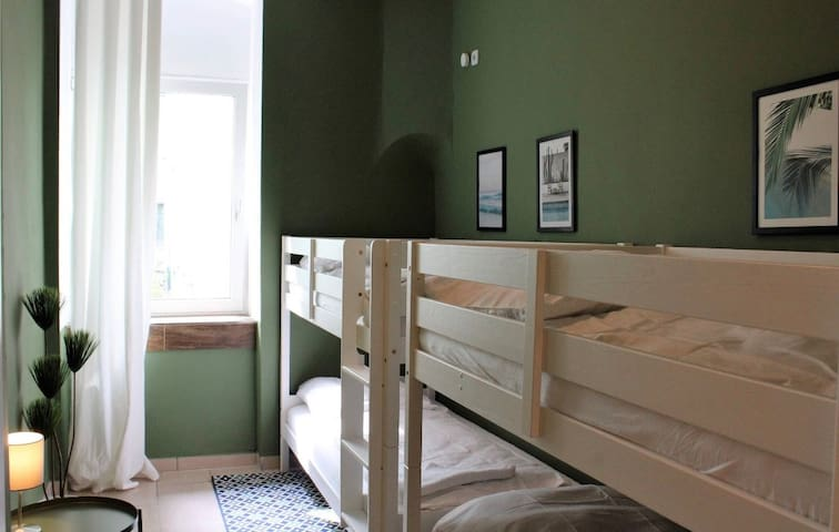 2 bunk beds for 4 people