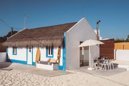 Casa do Colmo Fishermen's hut w/private small pool