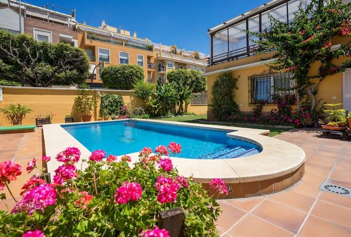 Chalet con piscina privada a metros de la playa*