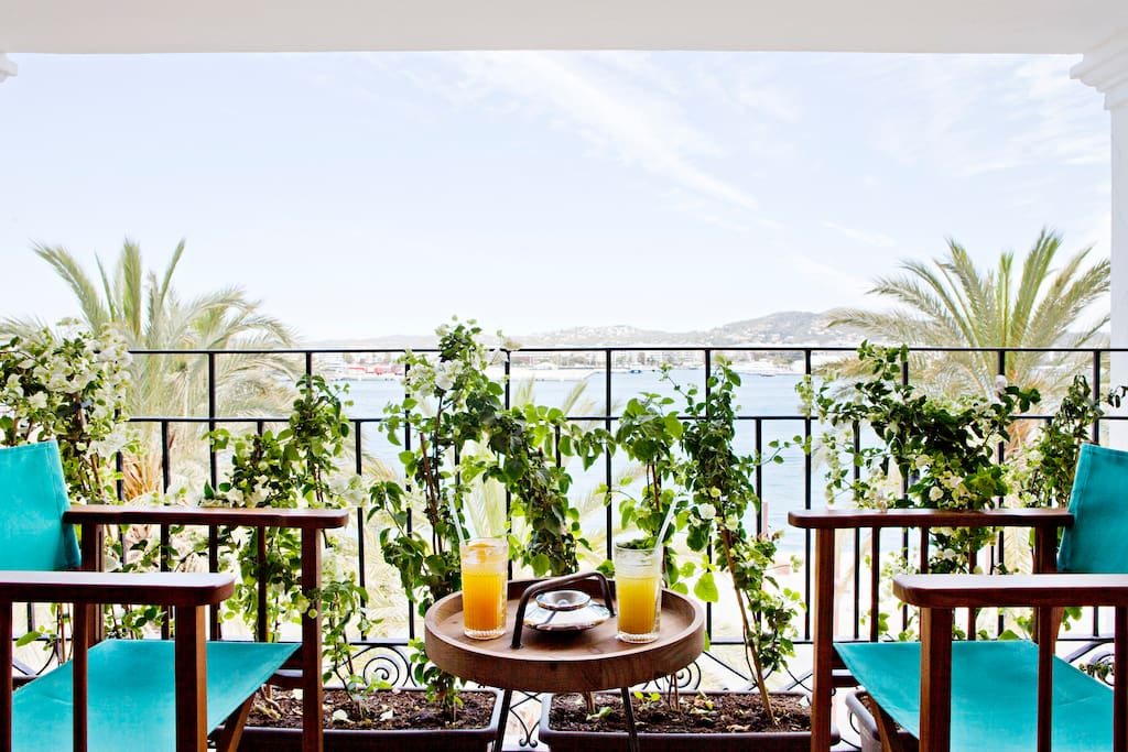 Entrance by terrace where u hace a nice tea watching Ibiza Bay