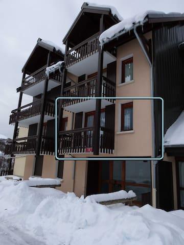 6 people appt - center of resort 1650