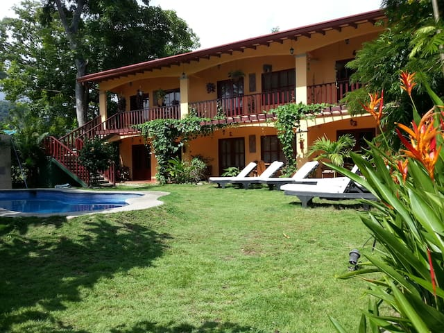 Very well priced suite with pool - Jaco - Bed & Breakfast