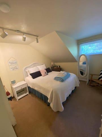 Queen Room 1